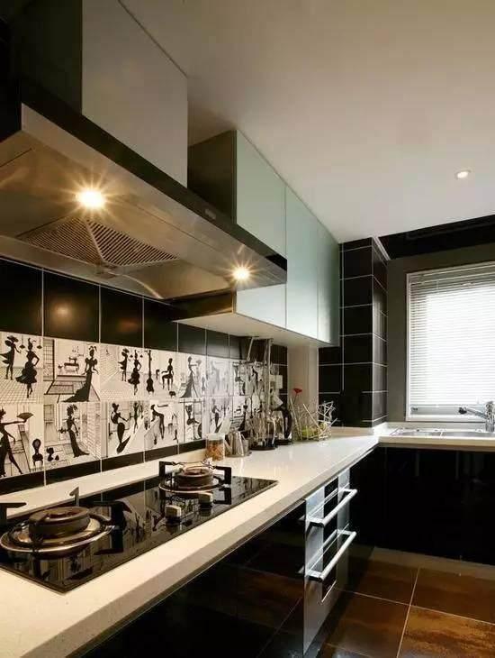 欧式厨房,厨柜和大理石的搭配,让整个厨房设计十分有格调.
